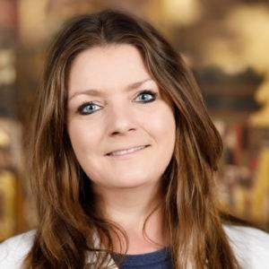 Astrid Kohlmeier im Dentallabor